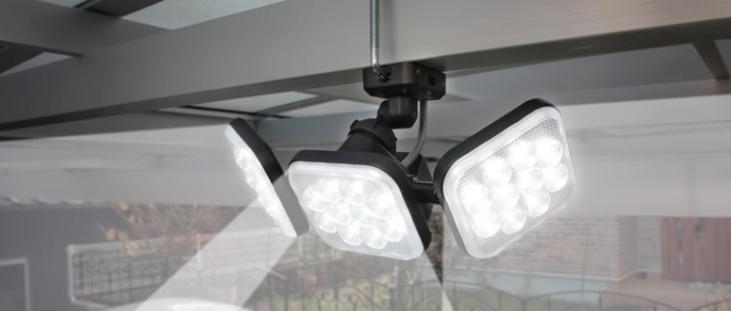 売れ筋の屋外センサーライト「ムサシ ライテックス 12W×3灯 フリーアーム式 LED-AC3036」の防犯効果や口コミ評価は?